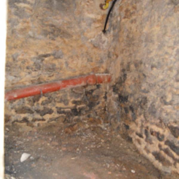 Rénovation d'une cave parisienne avec tuyaux en Pin maritime